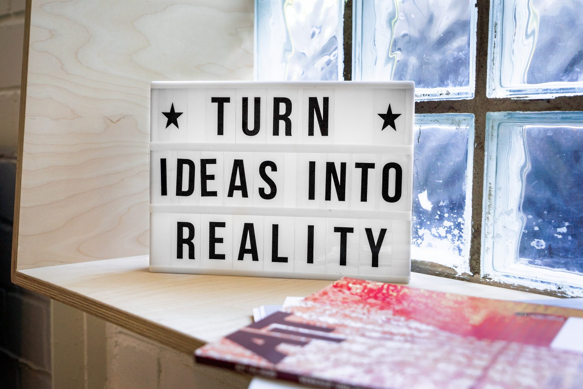 écriteau de motivation sur l'idée qui devient réalité
